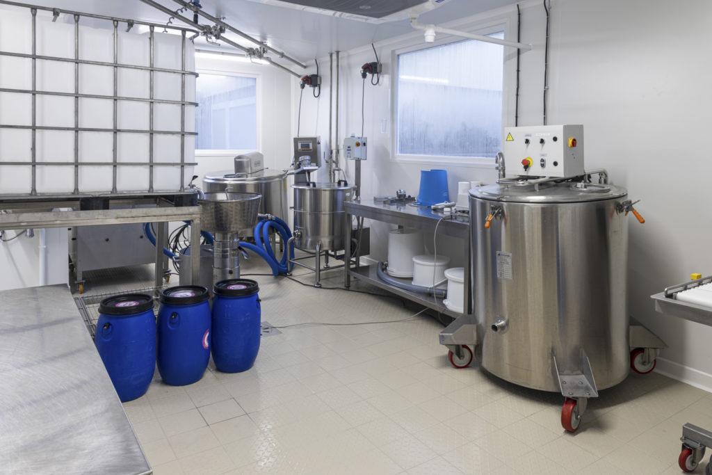 Laboratoire de fabrication de produits laitiers fermiers La Vache Charentaise